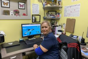 alma posing at desk